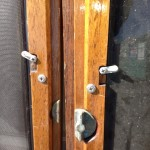 You can see the toggles that are used to hold the screen and/or glass in place and beneath them a nice bronze latch.